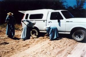 misioneras en el barro